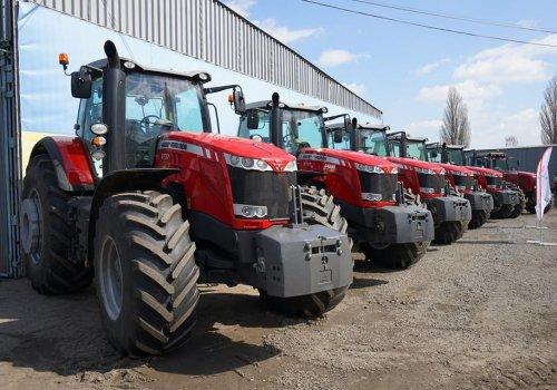"""Компанія """"Агрорегіон"""" придбала у """"Амако"""" 5 тракторів MASSEY FERGUSON 8737"""