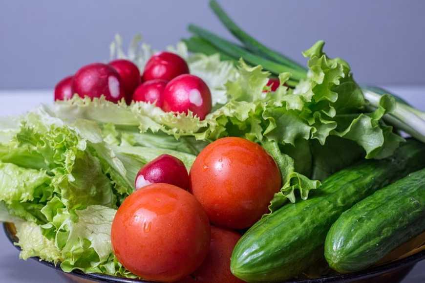 Перевищення нітратів у тепличних овочах виявили на Прикарпатті (відеосюжет)